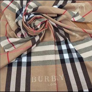 Brand new Burberry scarf 🧣 ❤️❤️❤️